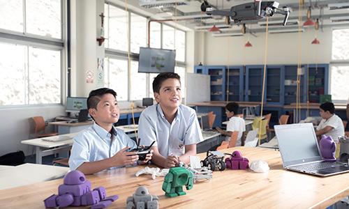 niños tecnologia en colegio privado